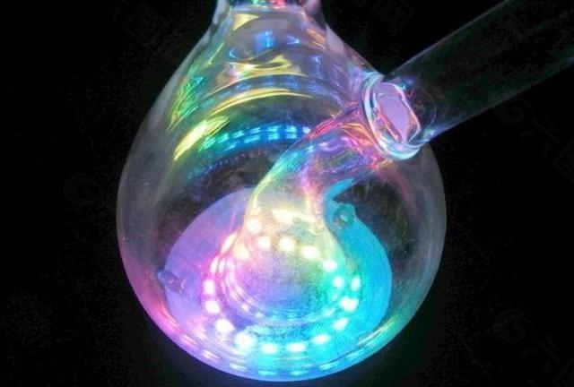 我们能轻易造出莫比乌斯环,为何却无法制造克莱因瓶?