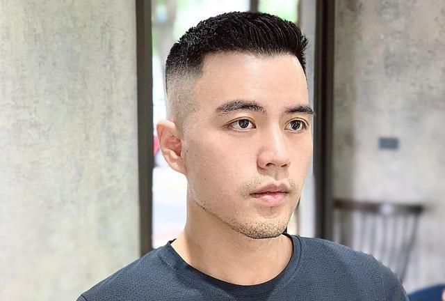 30几岁男士适合剪背头发型,这几款轻熟帅气