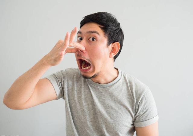 口臭也是胃癌信号?提醒:若伴有这些表现,别大意,及时查下胃镜