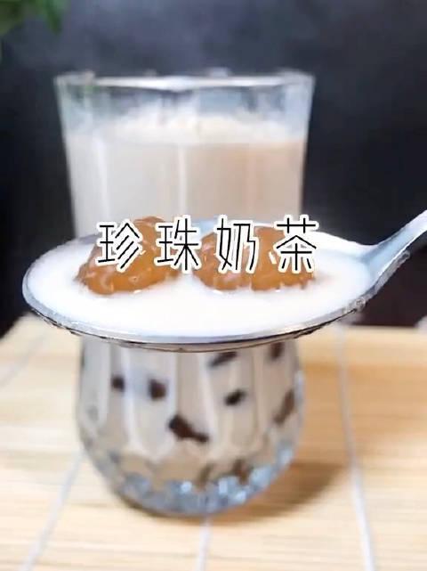 用红茶做杯珍珠奶茶吧!据说王俊凯特爱喝这款!学会了……