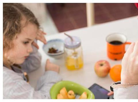 7岁男孩脾胃衰竭,3种食物少给孩子吃,伤身还影响发育