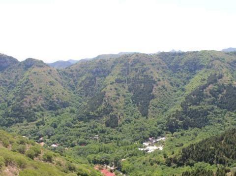 山东潍坊青州深山里藏着座插旗山,简易开发,游客众多