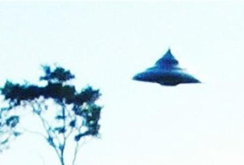 波兰UFO后续,男子承认史上最清晰的飞碟照片,其实是假的!
