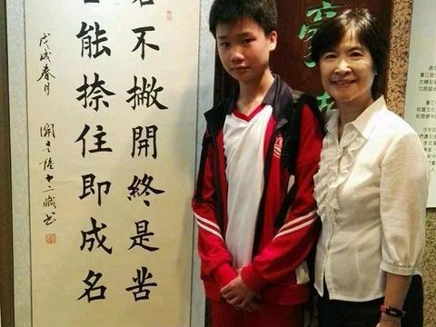 """15岁小男孩被称""""书法神童"""",写一手精妙田楷,专家:印刷体而已"""