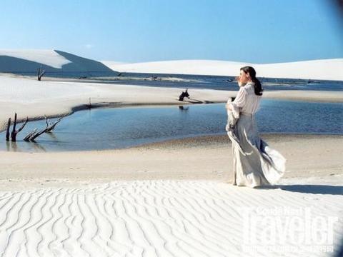 这座沙漠不按常理出牌,沙漠和湖泊共存,在沙漠中游泳变成现实!