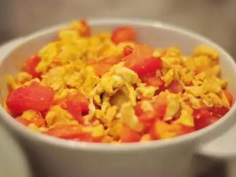 精选美食:红烧玉子豆腐、手撕鲅鱼、浓汤烩鱼肚、番茄炒蛋的做法