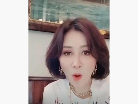 54岁刘嘉玲变身漫画美少女,效果惊艳到本人都张大嘴巴