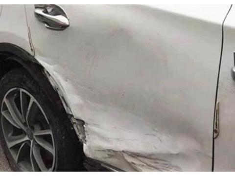 比亚迪唐撞丰田威驰,结果让在场的人感到意外,车主:这就是差距