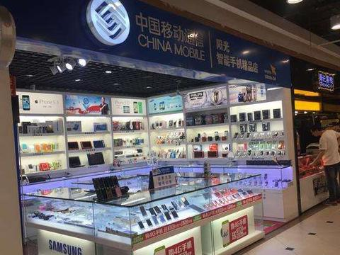 美国富二代游中国,手机店内看到苹果的价格后直呼:差距这么大!