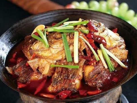 精选美食:胡萝卜花菜炒肉、蒜香鸡腿排、辣炒卤牛肉、干锅香辣鱼