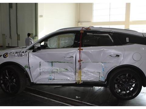 """丰田威驰撞上比亚迪唐,看到地上保险杠,谁是""""假把式""""?"""