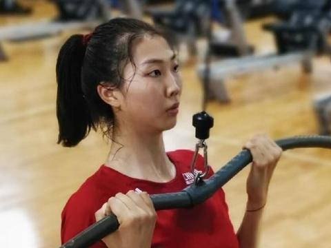 郎平磨剑七年造世界级王牌,女排2米巨头变瘦了!徐云丽也立功