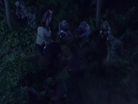 雪豹突击队大打鬼子营,趁敌不备抛下重武器,炸得鬼子伤痕累累
