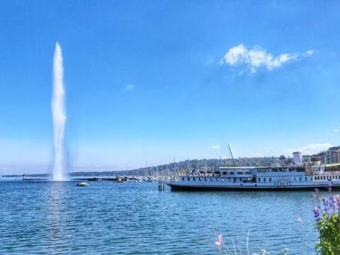 日內瓦湖畔的一座特大型人工喷泉,著名地标和热门观光景点