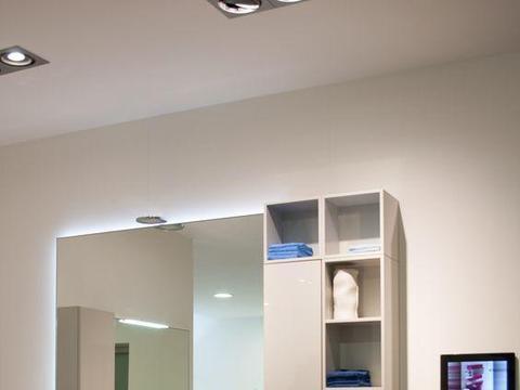 换成我也装弧形洗漱台,只占圆的四分之一,挪到墙角,超省空间