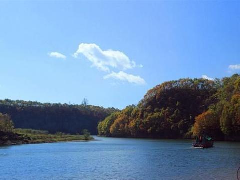 丹东小县城的森林公园,一座火山喷发堆成的山,清凉避暑好去处