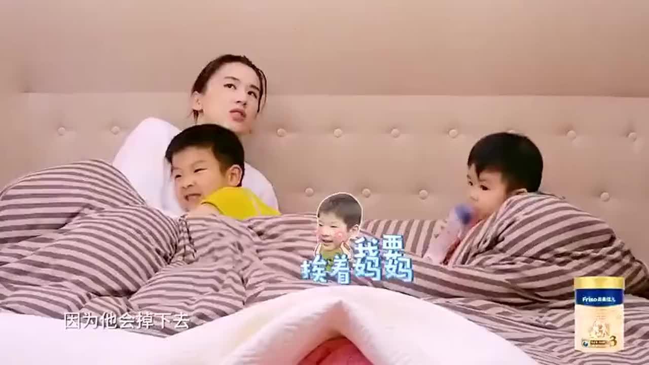 黄圣依被两个孩子整无奈了,搂着小儿子睡觉,安迪醋意大发!