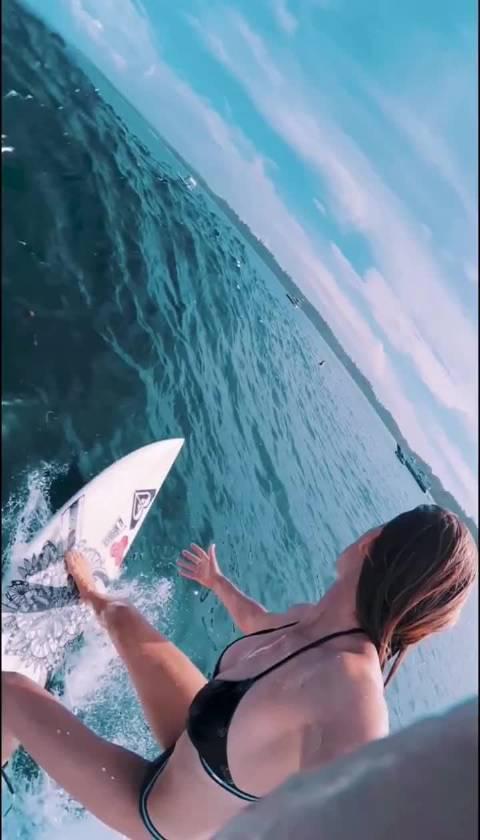 美女冲浪,极限运动,建议横屏观看!