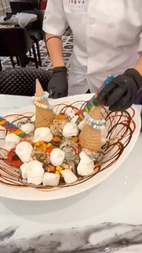 富二代请我吃的冰淇淋,端上来后我看呆了!还能放烟花是认真的吗