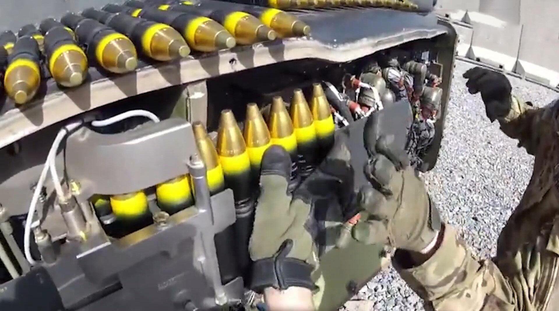 第一视角看美军直升机填装弹,这样简单的操作或许你也可以!