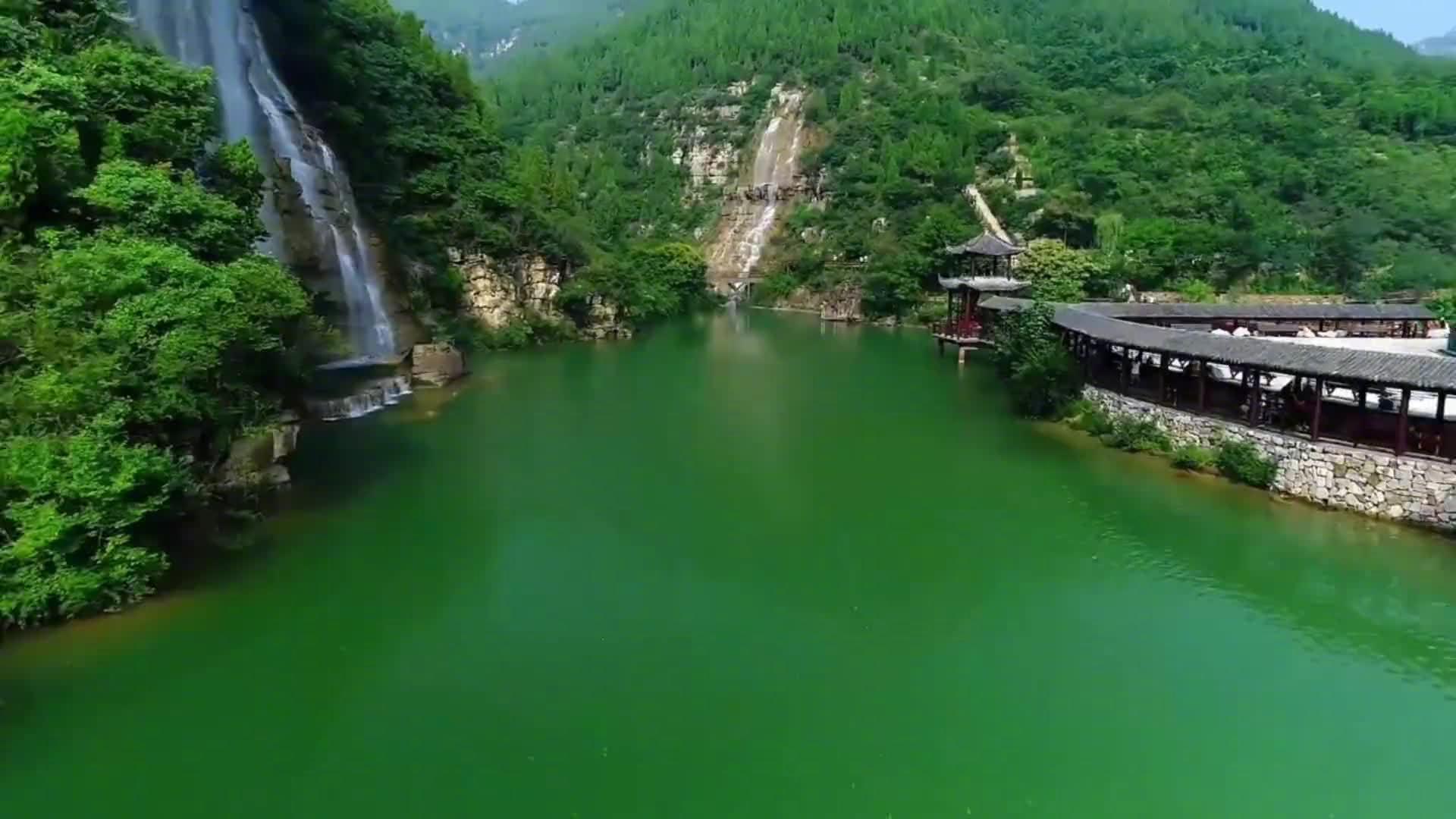 青州黄花溪区内群峰围合,一谷通幽,有贯天彻地之势;清流汇波……