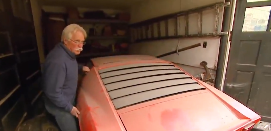 75岁老爷爷仓库找出一辆兰博基尼,打开引擎盖后,让人大开眼界