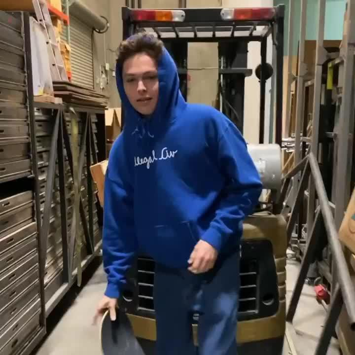Lucas Puig 最近在采访中聊到自己很赏识的一位滑手——Zach Sara