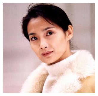 名声同蒋雯丽一般,因为乳腺癌去世,前夫对她不离不弃料理后事