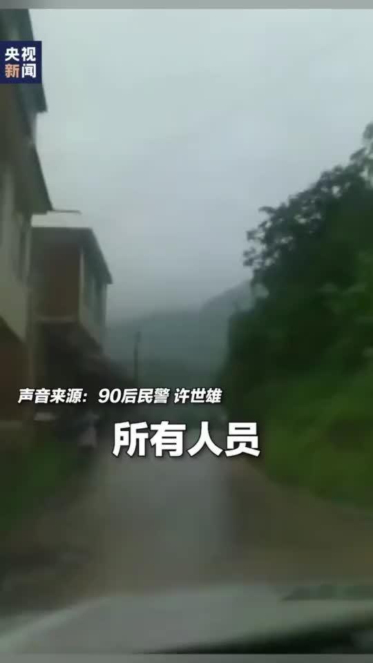 暴雨后水位暴涨,90后民警一路嘶吼提醒村民避险