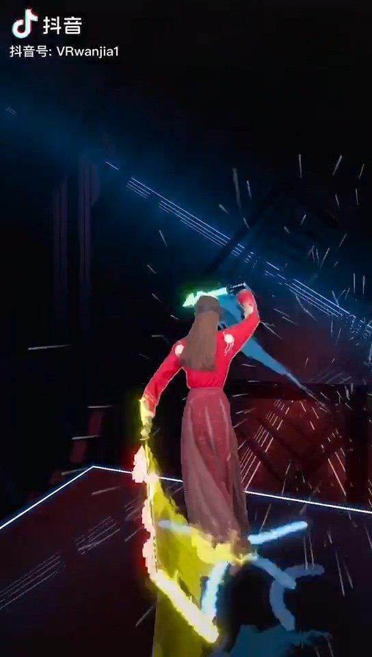 """小姐姐用VR光剑演绎""""十面埋伏""""……"""