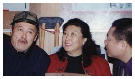 他是赵本山的伯乐,却抛妻弃子不负责,与高秀敏同居14年