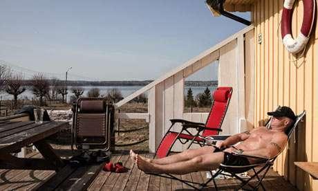 全球最舒服的监狱:能打球晒太阳仿佛在度假,每月还有2万的工资