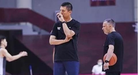 辽宁惨败广厦,马丁内斯执教能力遭质疑,杨鸣什么时候能接手球队