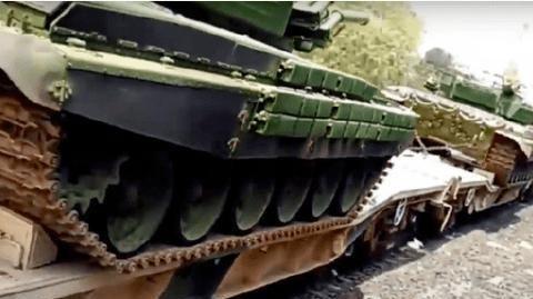 大批印军坦克开进加勒万河谷!155重炮掩护开进,莫迪还是没忍住