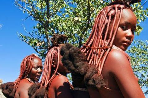 非洲一古老部落,女子一生不洗澡,只往身上涂红泥!