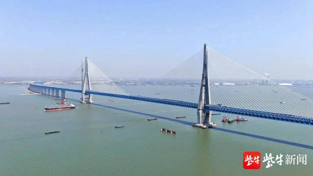 开通后次日,沪苏通大桥车流量过3万!