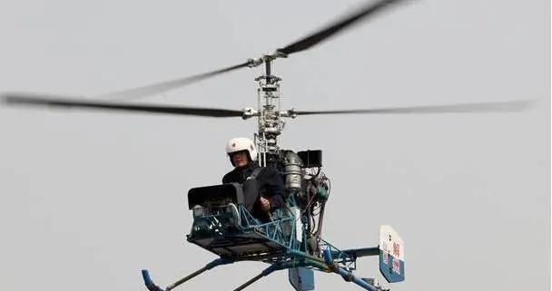 警方突袭走私仓库,发现10架共轴旋翼直升机,居然是纯手工打造