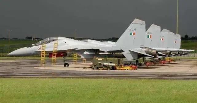 近百架战机大批导弹,印军掏3900亿急购军火,称为最坏情况做准备