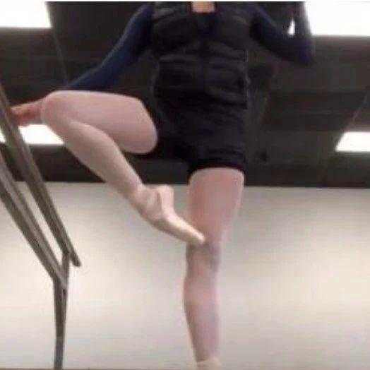 芭蕾舞鞋的秘密:100美元一双却只能用三天,舞者真的太难了吧…