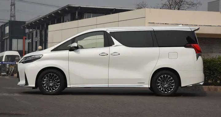 丰田旗下的四缸车,车长5米多配四缸2.5L引擎,提车或要加价80万