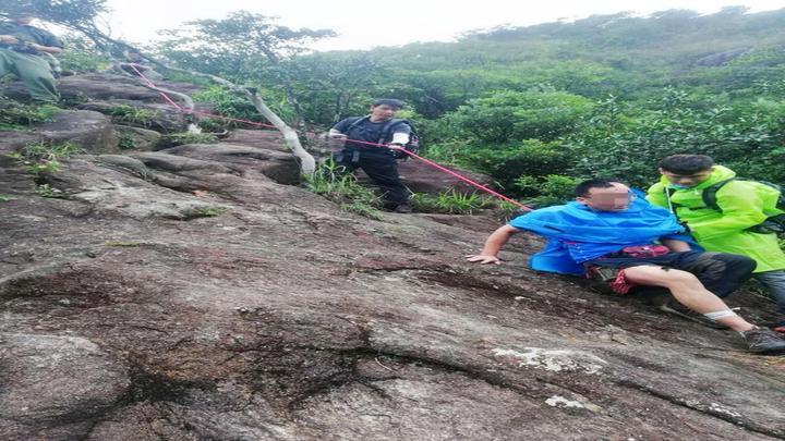 从化7名驴友登山遇雷雨,1人遭雷劈,伤势严重|DV现场