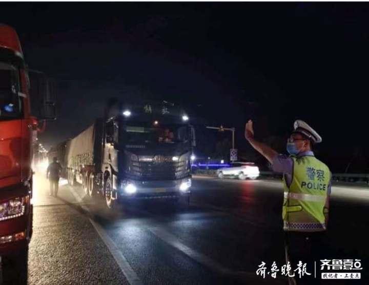 """无棣交警严查""""百吨王""""不让大货车变成""""大祸车"""""""