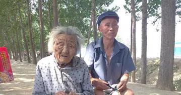 104岁的崔于氏:一日三餐自己做 生活清苦心知足