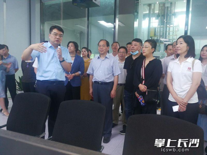 长沙市新的社会阶层代表人士集中采访调研智能制造产业发展 谭小平出席