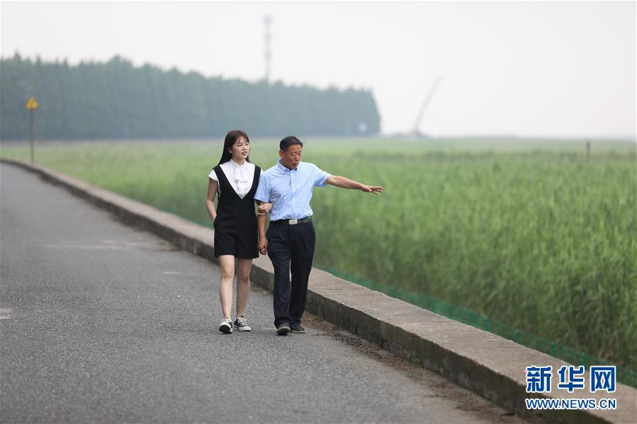 """""""长江三鲜""""守护者 爷孙俩十八年放流鱼苗1.6亿尾"""