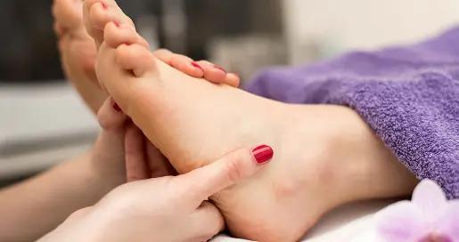 要想养生就得先养脚,睡前按摩20分钟改善失眠,睡得更香了