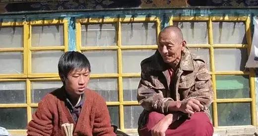 被印度骗2吨紫檀废料,用元代佛像换藏香秘方,江苏小伙拯救藏香