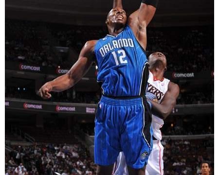 现役篮板王霍华德退役时篮板能进入历史前十么?