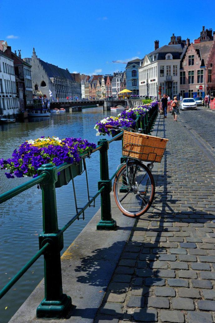 """法国东南部小城安纳西,人称""""阿尔卑斯山的阳台""""……"""