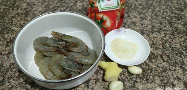 怪不得你的大虾不香,你只用水煮吧!这种方法做出来,1次吃2斤